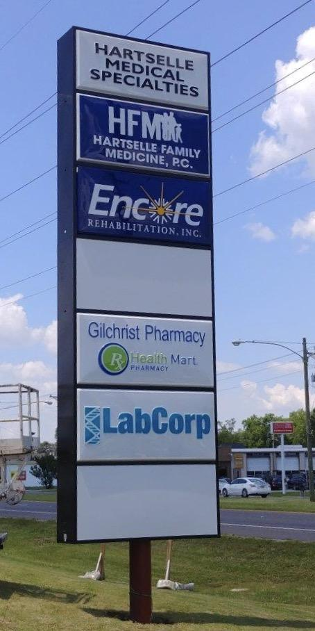Road sign for Encore Rehabilitation-Hartselle and Hartselle Medical Specialties