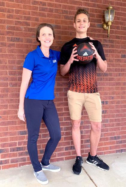 Eli Young with #EncoreRehab Clinic Director Sarah Suddarth #weLOVEtoseeyoumove